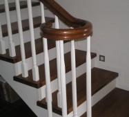 Schody drewniane/ dębowe koloryzowane. Balustrada typu angielskiego.