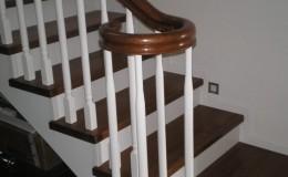 Schody dębowe z balustradą  typu angielskiego
