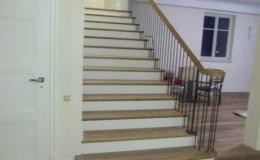 schody_drewniane_debowe_balustrada_typu_angielskiego_1