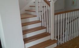 schody_debowe_tralki_biale_1