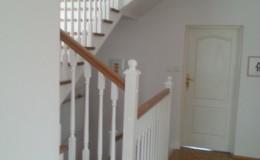 schody_debowe_tralki_biale_2